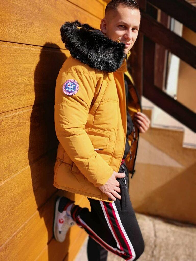 777d86182 Pánska prešívaná zimná bunda s kožušinou